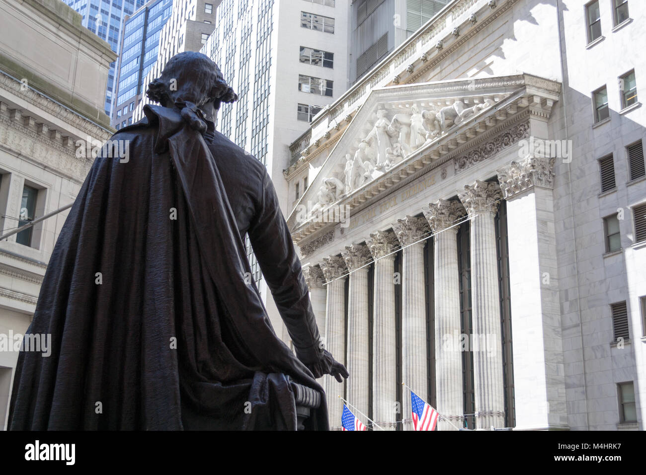 George Washington observing the New York Stock Exchange building - Stock Image