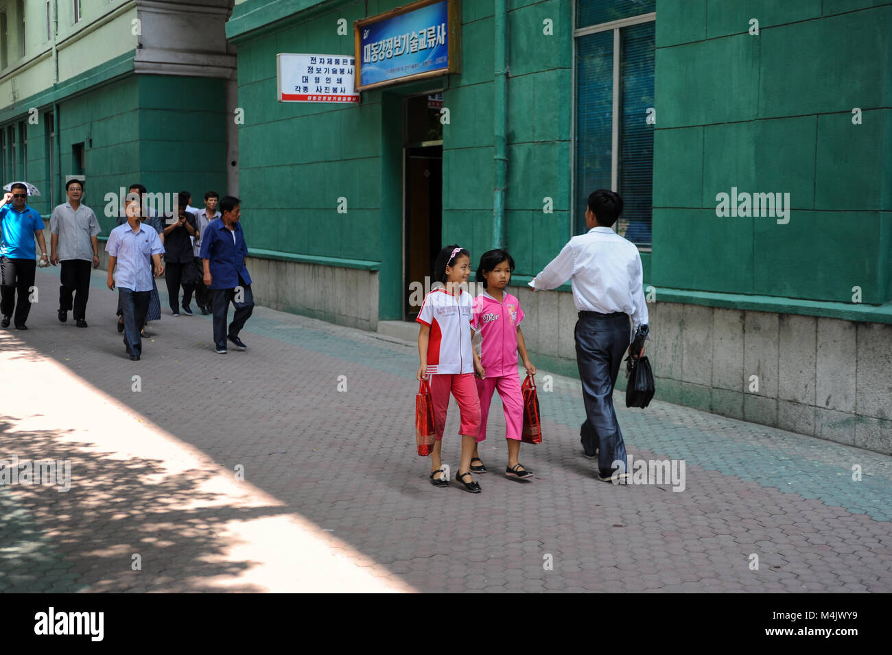 08.08.2012, Pyongyang, North Korea, Asia - Pedestrians in central Pyongyang. - Stock Image