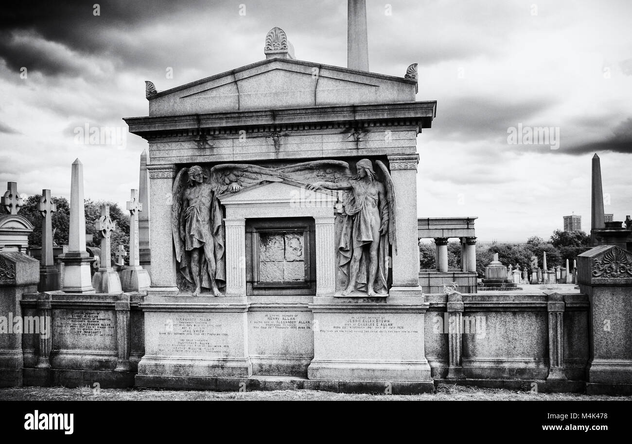 Black and white image of graves, Glasgow Necropolis, city of the dead,  a Victorian cemetery in Glasgow, Scotland. - Stock Image