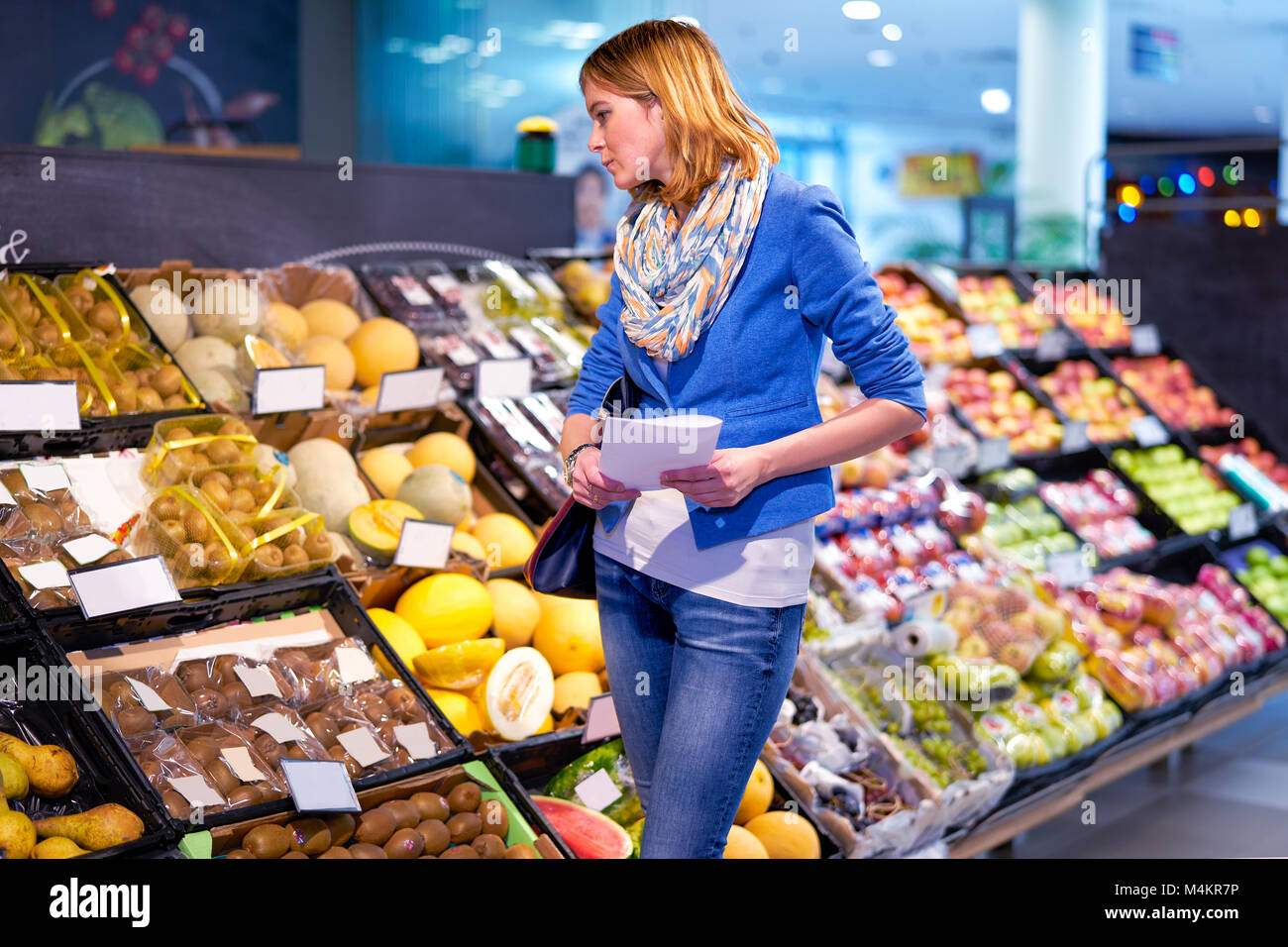 Young woman with shopping list - Stock Image