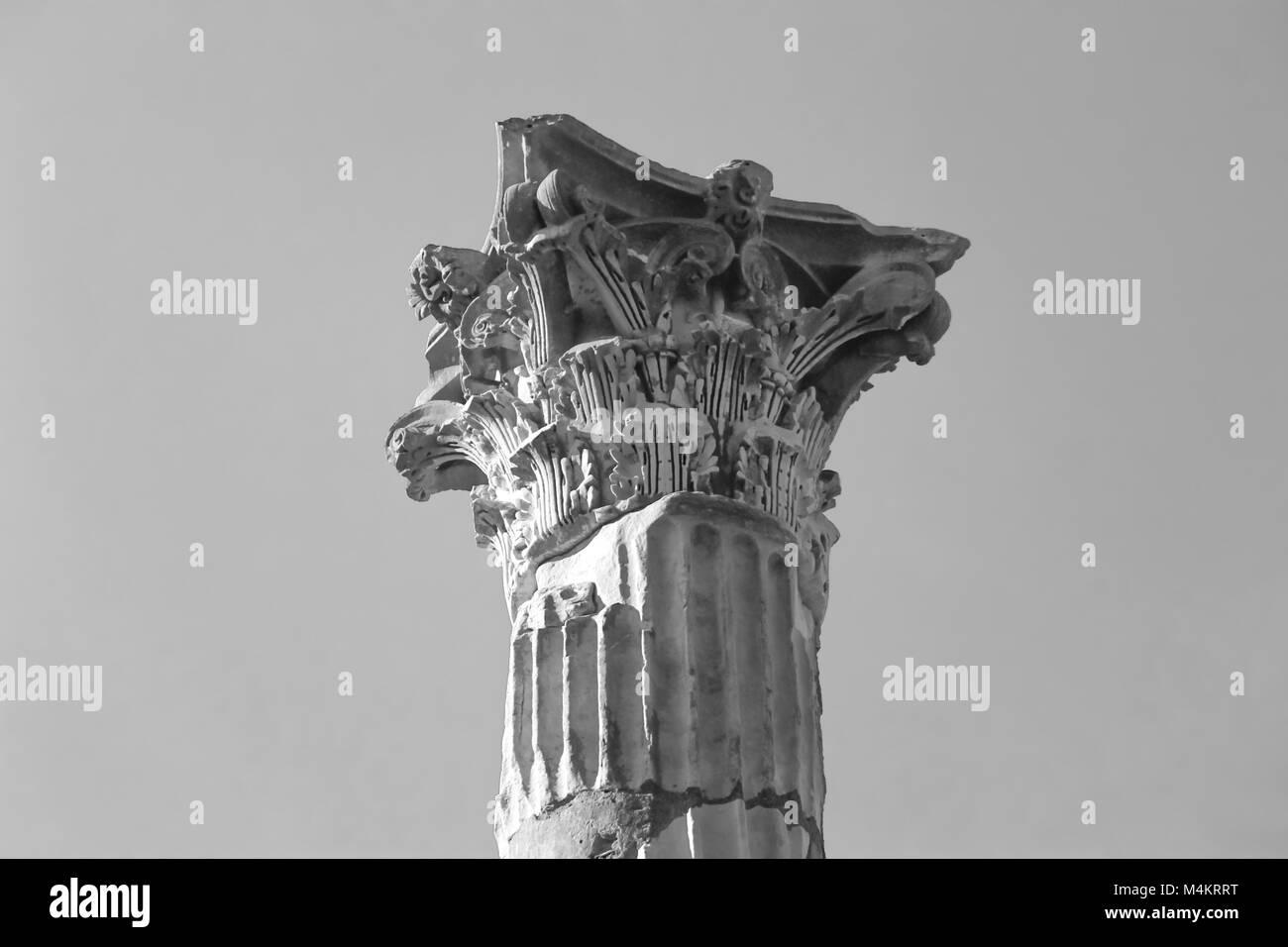 OSTIA ANTICA RUINS: ROMAN AGE COLUMN'S CAPITAL. - Stock Image