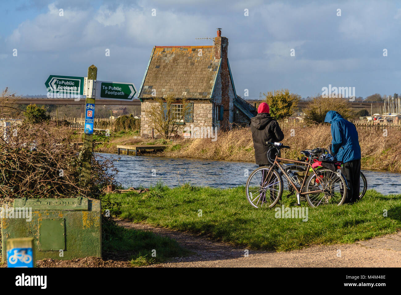 Cyclists having a break by the Exe Estuary, Devon - Stock Image