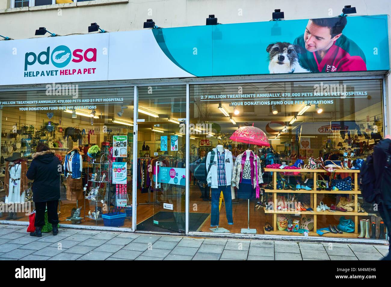 PDSA charity shop in Brighton, England Helps pets receive the care they need - Stock Image
