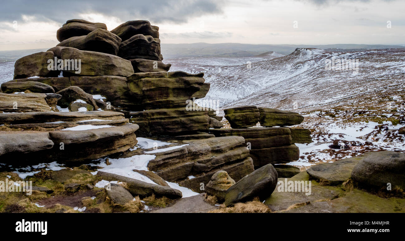 Winter view from the weathered tor at Pym Chair near Edale Head looking towards Swine's Back on Kinder Scout - Stock Image