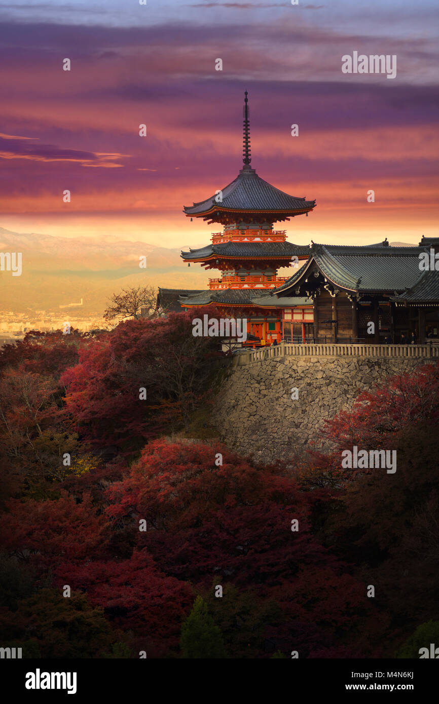 Sanjunoto pagoda, Sanju-no-to, with dramatic red yellow sunset skies, colorful autumn scenery. Kiyomizu-dera Buddhist - Stock Image