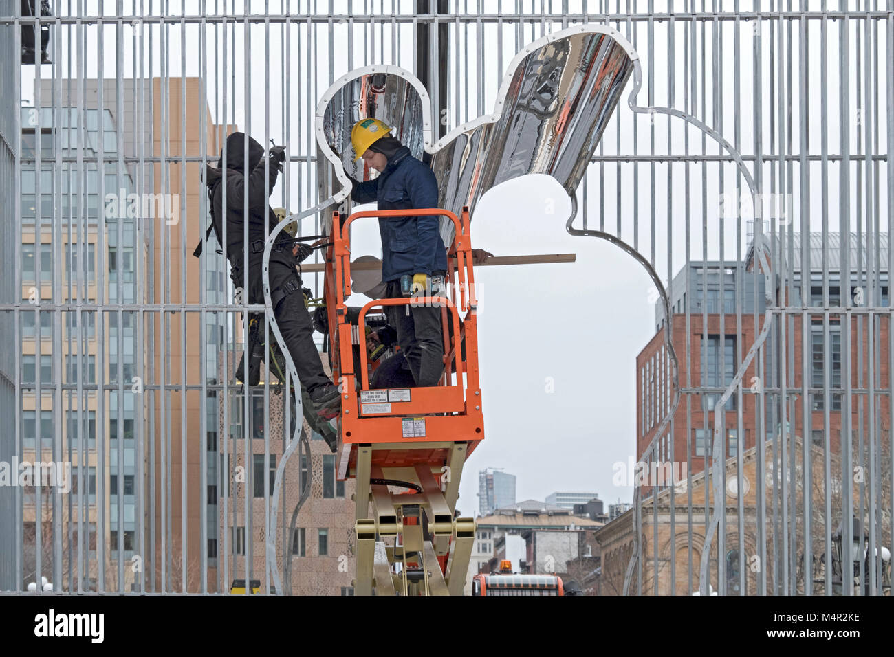 Workman dismantling the Ai Weiwei installation under the arch in Washington Square Park in Greenwich Village, New - Stock Image
