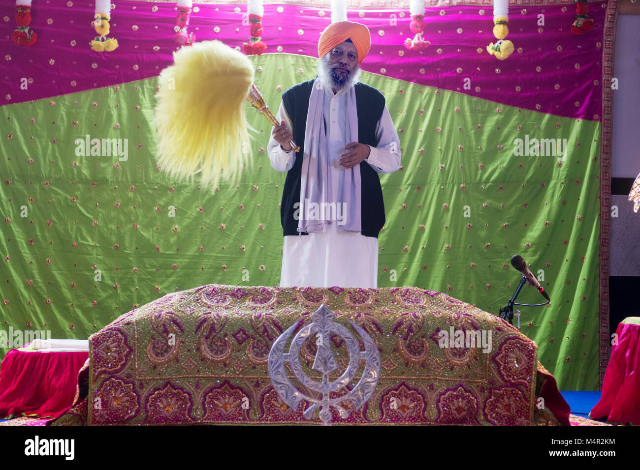 Portrait of a Sikh priest with his ceremonial fan at the Baba Makhan Shah Lobana Sikh Center on 101 Avenue in Richmond - Stock Image