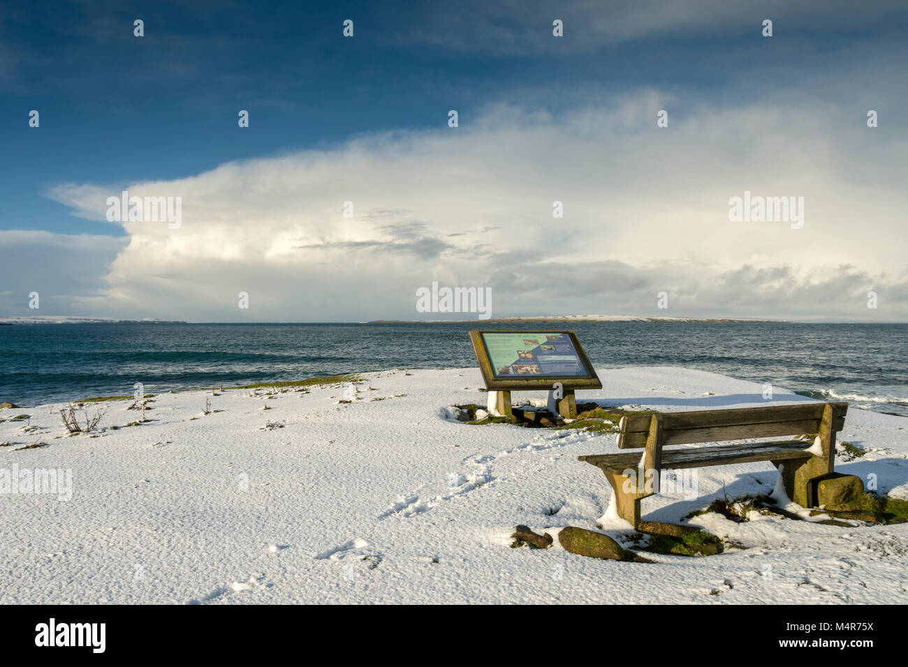 Bench and information sign at the Ness of Duncansby, between John o'Groats and Duncansby Head, Caithness, Scotland, - Stock Image