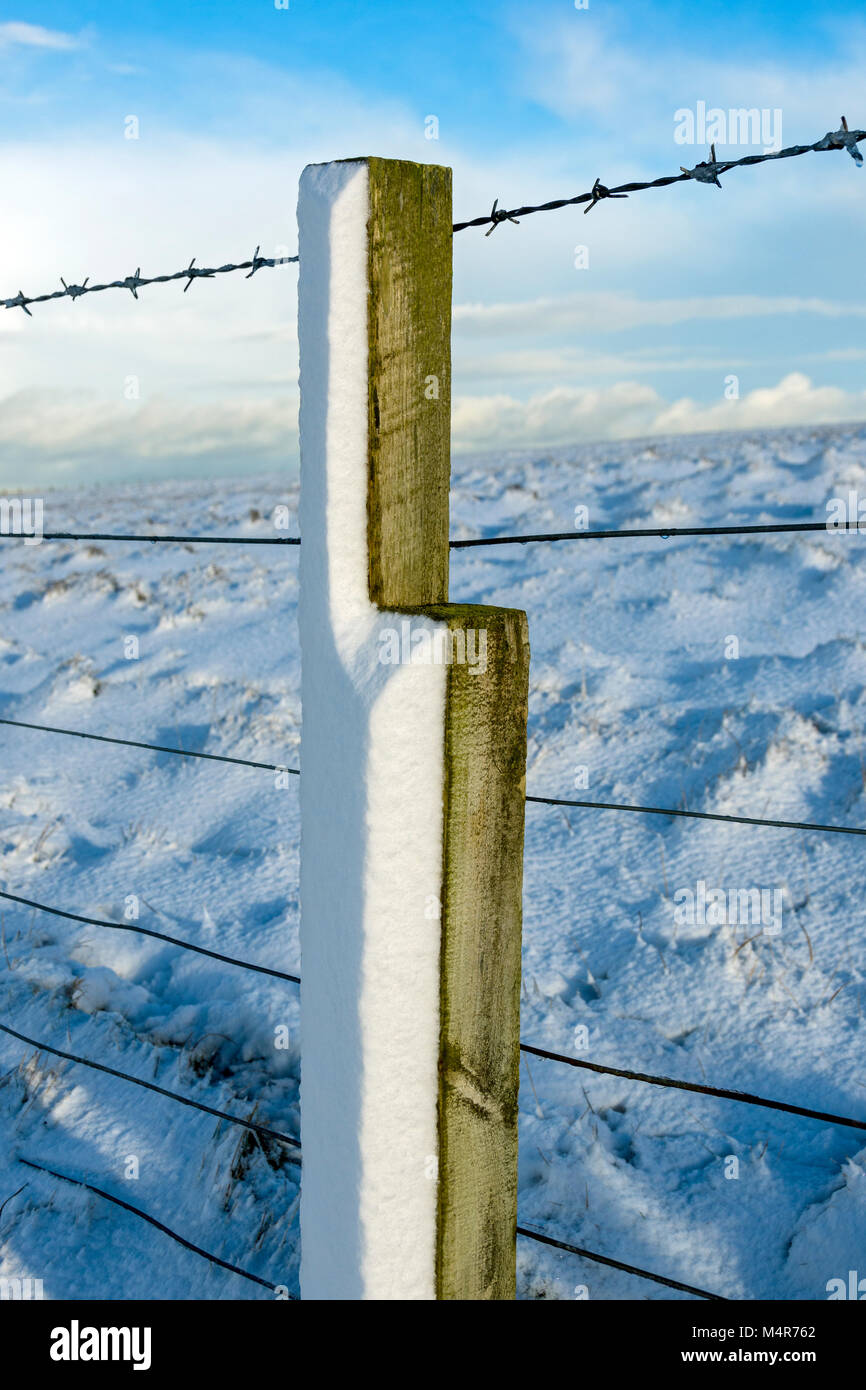 Smooth wind sculpted snow on the side of a fence post, Duncansby Head, Caithness, Scotland, UK. - Stock Image