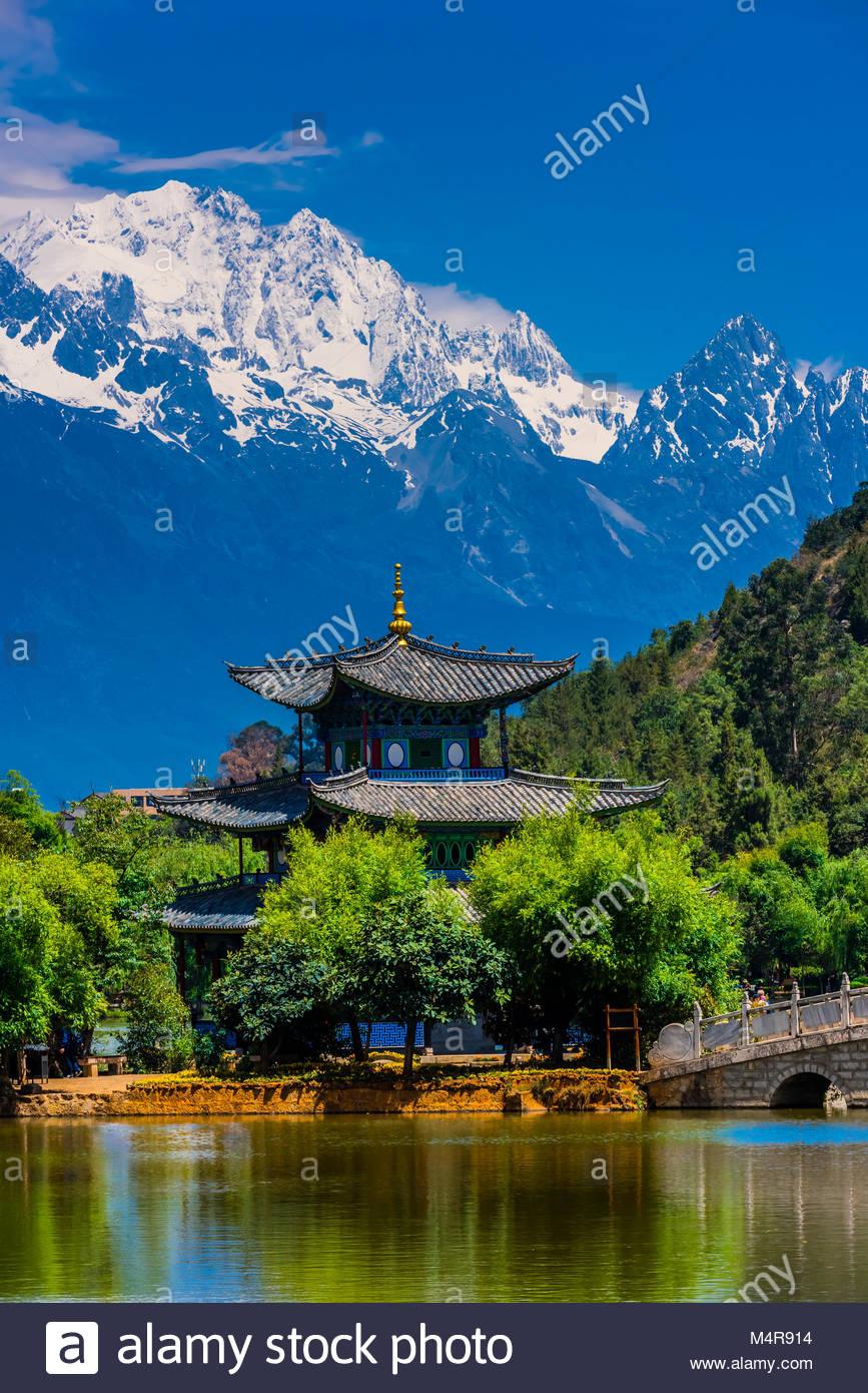 The idyllic Black Dragon Pool with the  18,360 foot Jade Dragon Snow Mountain behind, Lijiang, Yunnan Province, - Stock Image