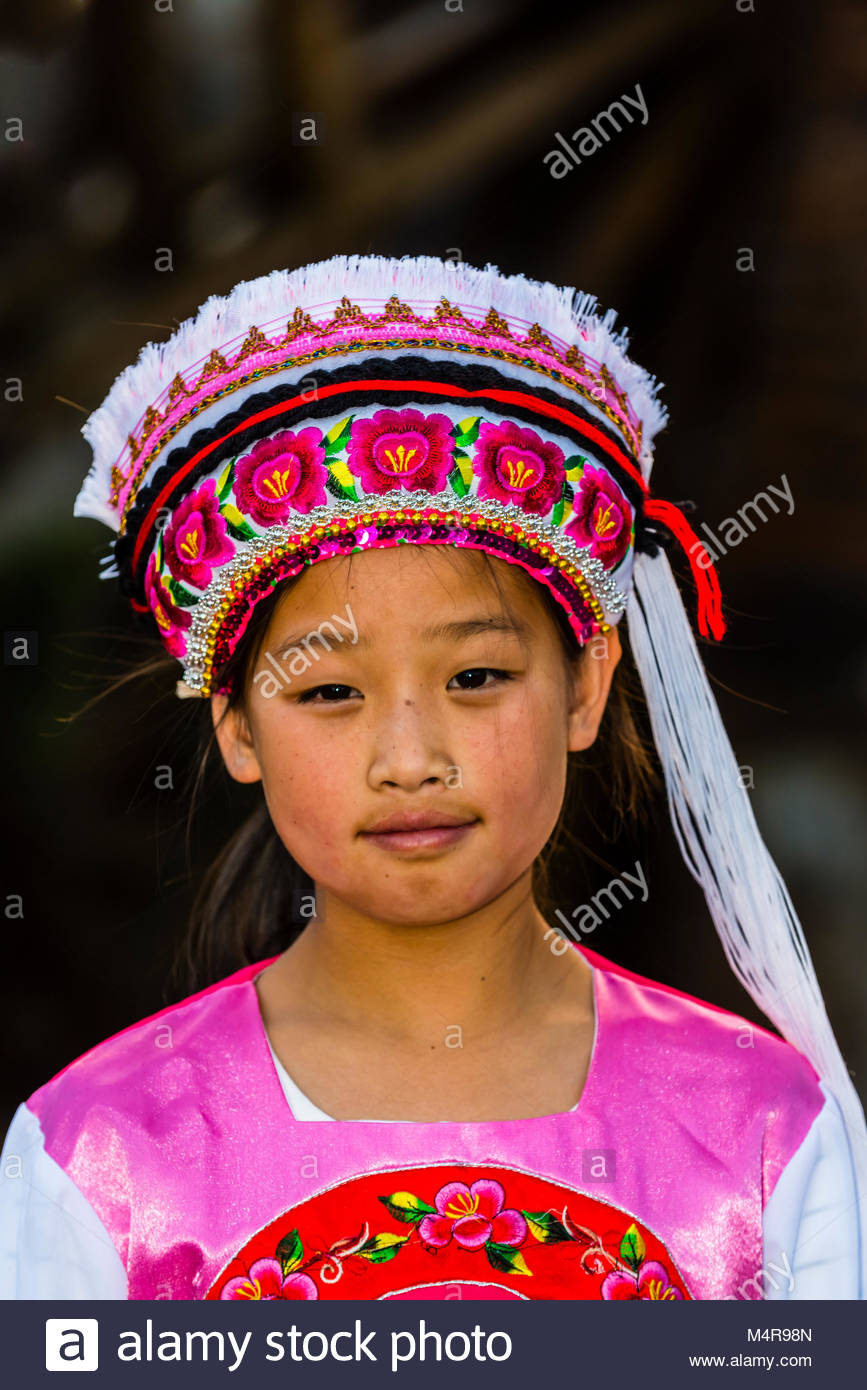 A Dai ethnic minority girl, The Old Town (Dayan) of Lijiang, Yunnan Province, China. The Old Town is a UNESCO World - Stock Image