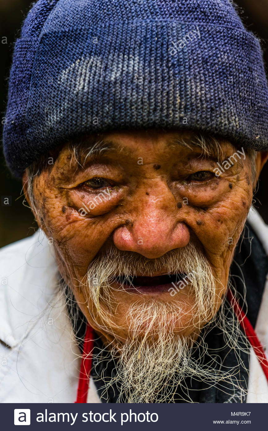 95 year old Dr. Ho Shixiu, a famous herbalist, at his Jade Dragon Snow Mountain Medical Clinic in the ancient village Stock Photo