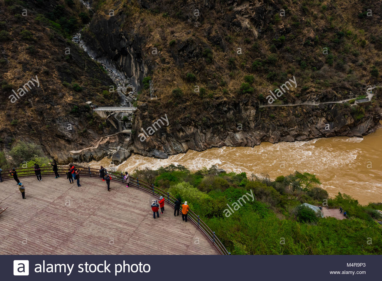 The Tiger Leaping Gorge is a canyon on the Jinsha River (a  primary tributary of the upper Yangtze River). 60 kilometers - Stock Image