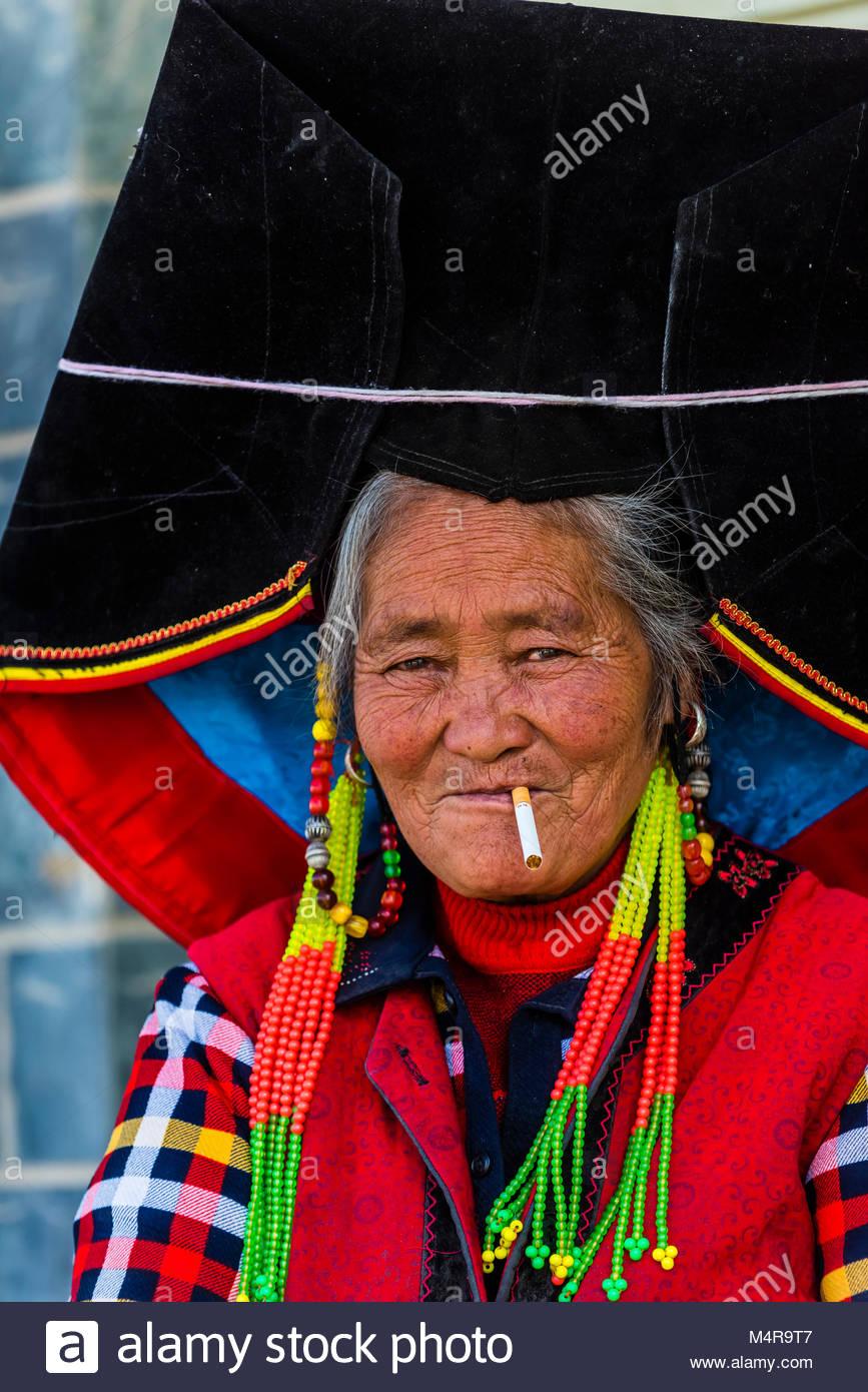 Mosuo minority woman, Shangri La (Zhongdian),  Yunnan Province, China. - Stock Image