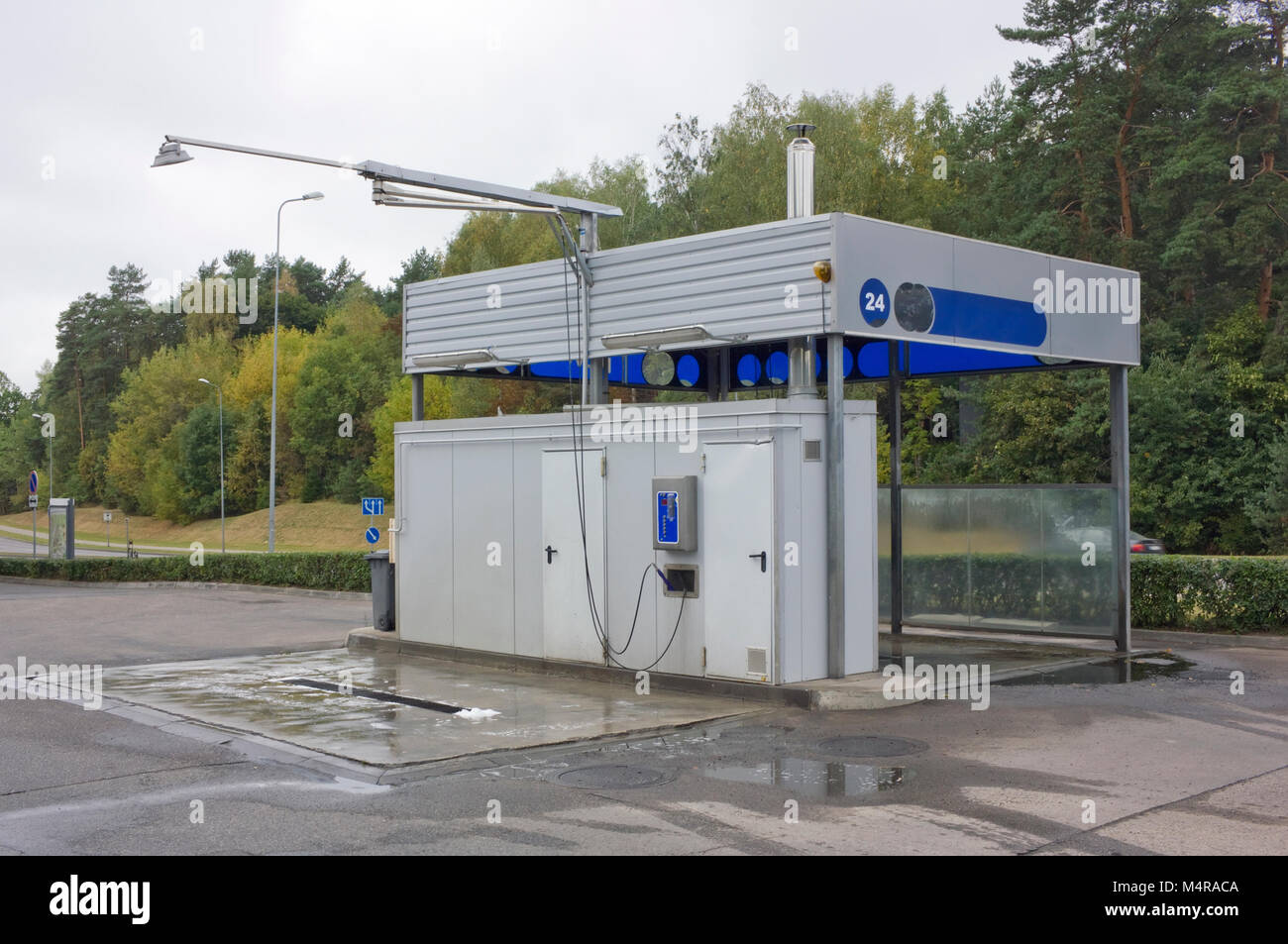 No self service stock photos no self service stock images alamy an empty no name standard self service car wash is located next to the highway solutioingenieria Gallery