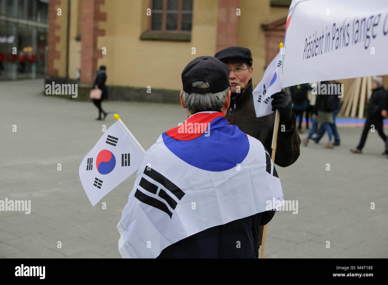 Frankfurt, Germany. 17th February 2018. A man wears a South Korean flag over his shoulders. South Koreans living Stock Photo
