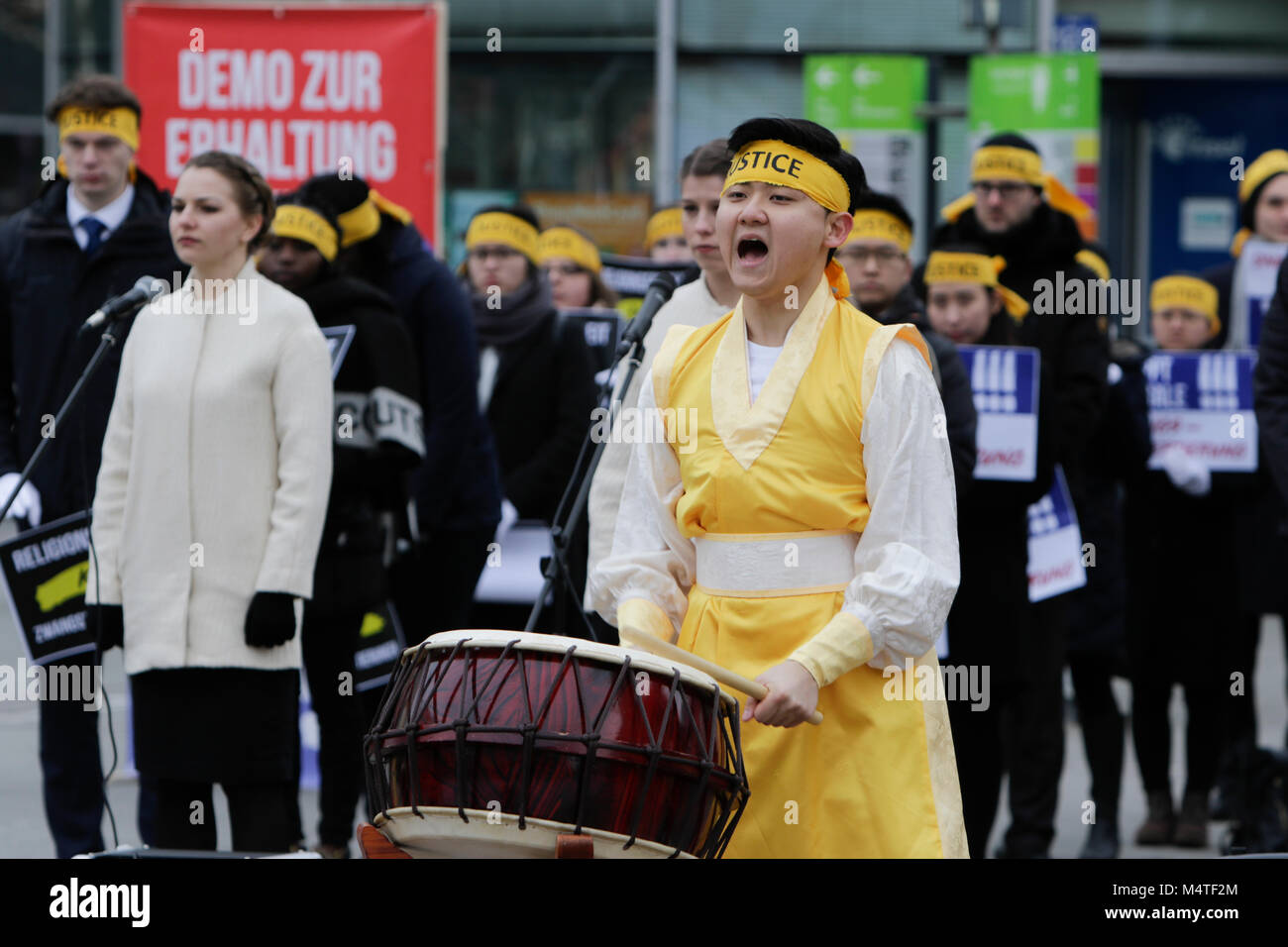 Frankfurt, Germany. 17th Feb, 2018. A Korean drummer in a traditional dress performs on a buk, a traditional Korean Stock Photo
