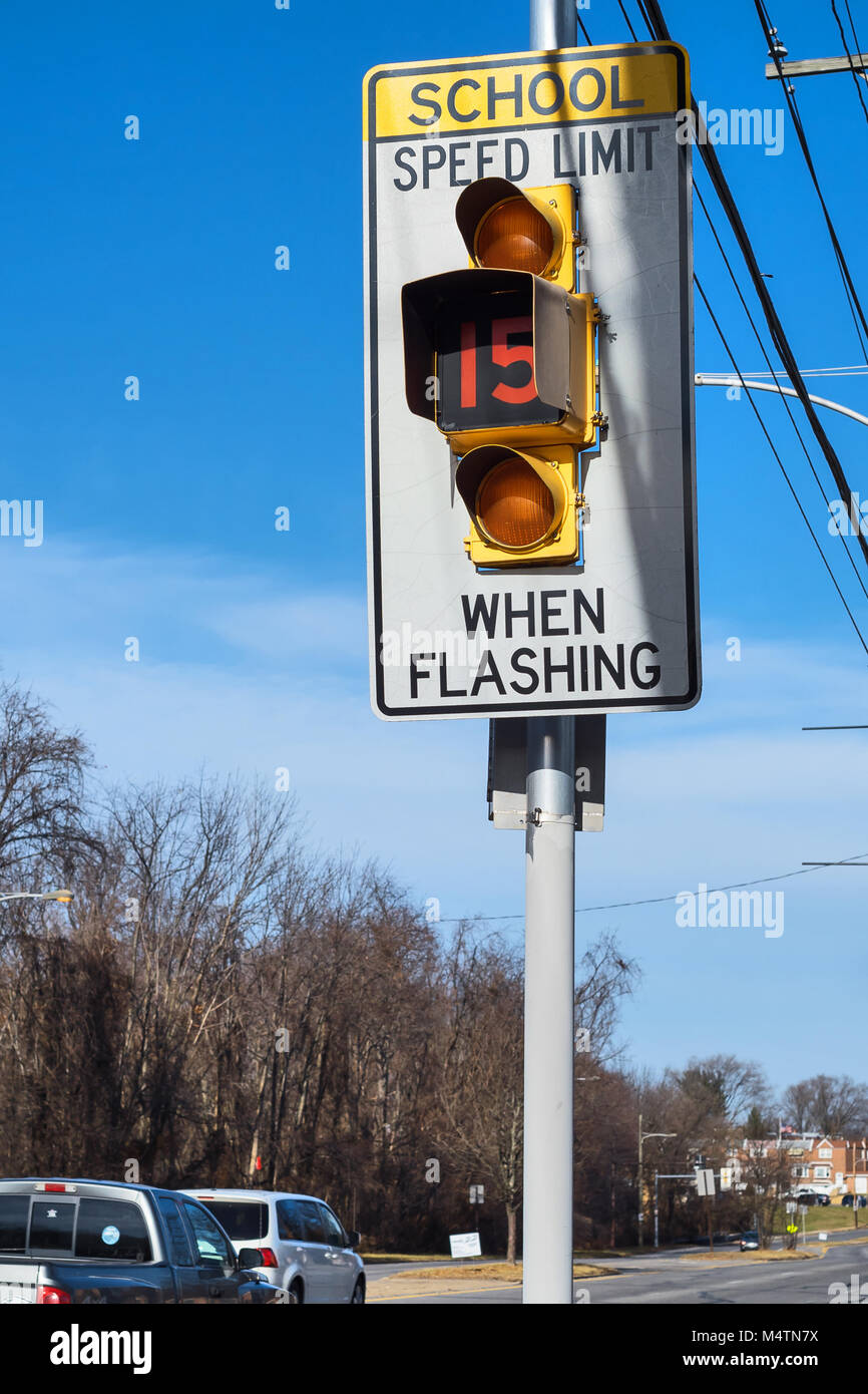 School Speed Limit Sign Flashing, Northeast Philadelphia, USA - Stock Image