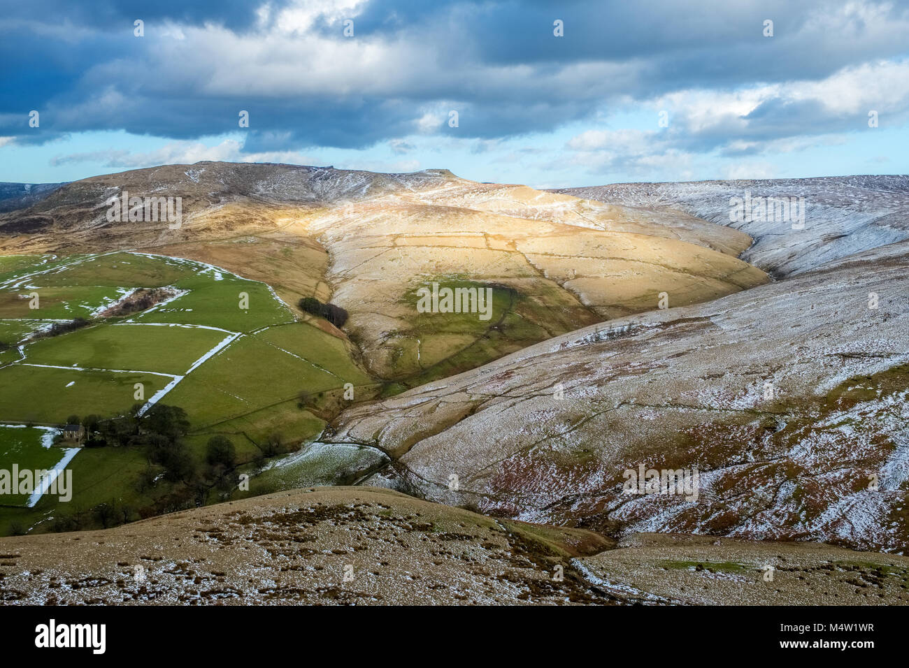 Looking from South Head towards Kinderlow End, Edale Rocks, Swine's Back, Edale Cross. Kinder Scout, Peak District - Stock Image