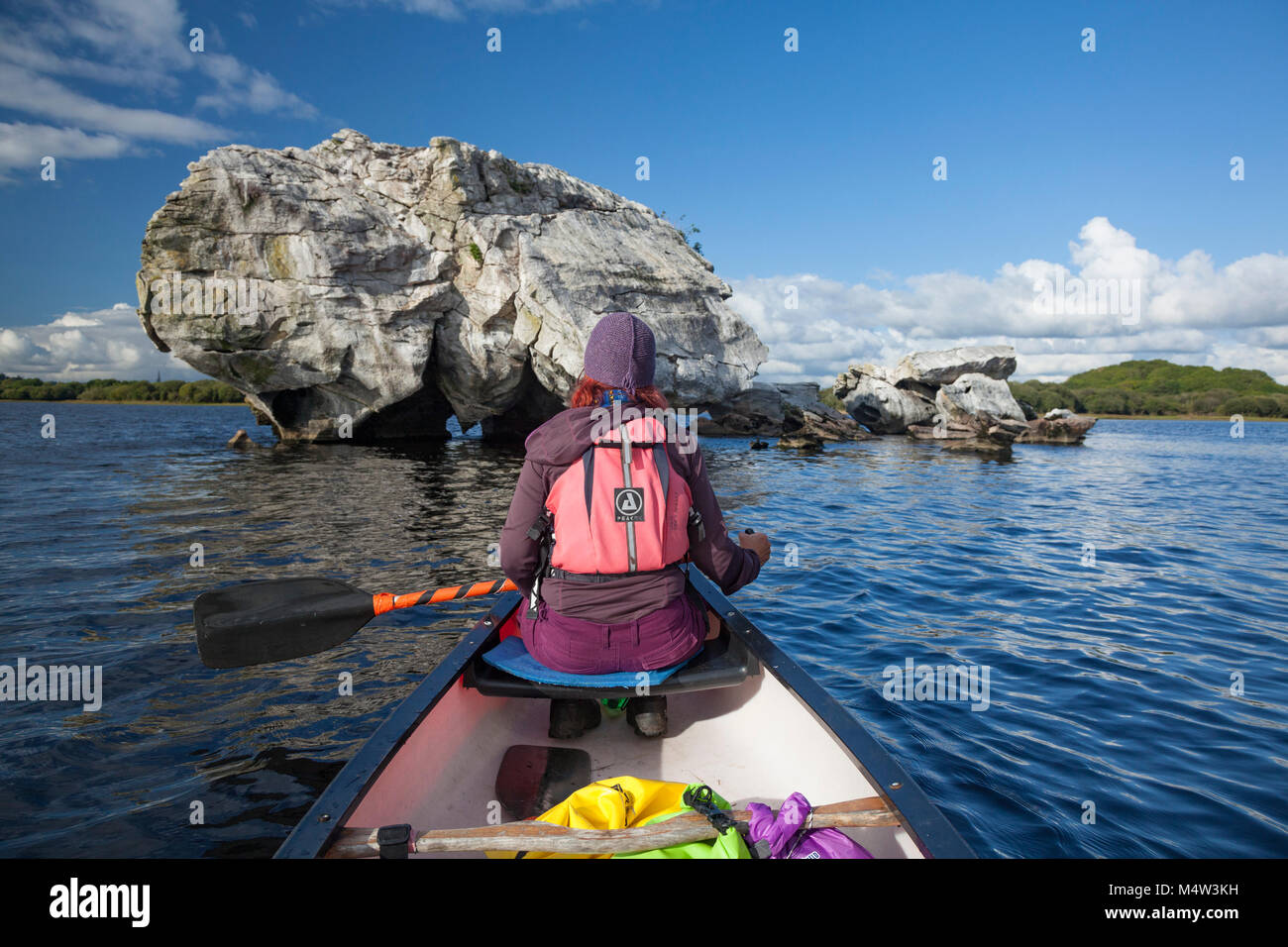Canoeist beside Elephant Rock, Lough Leane, Killarney National Park, County Kerry, Ireland. - Stock Image