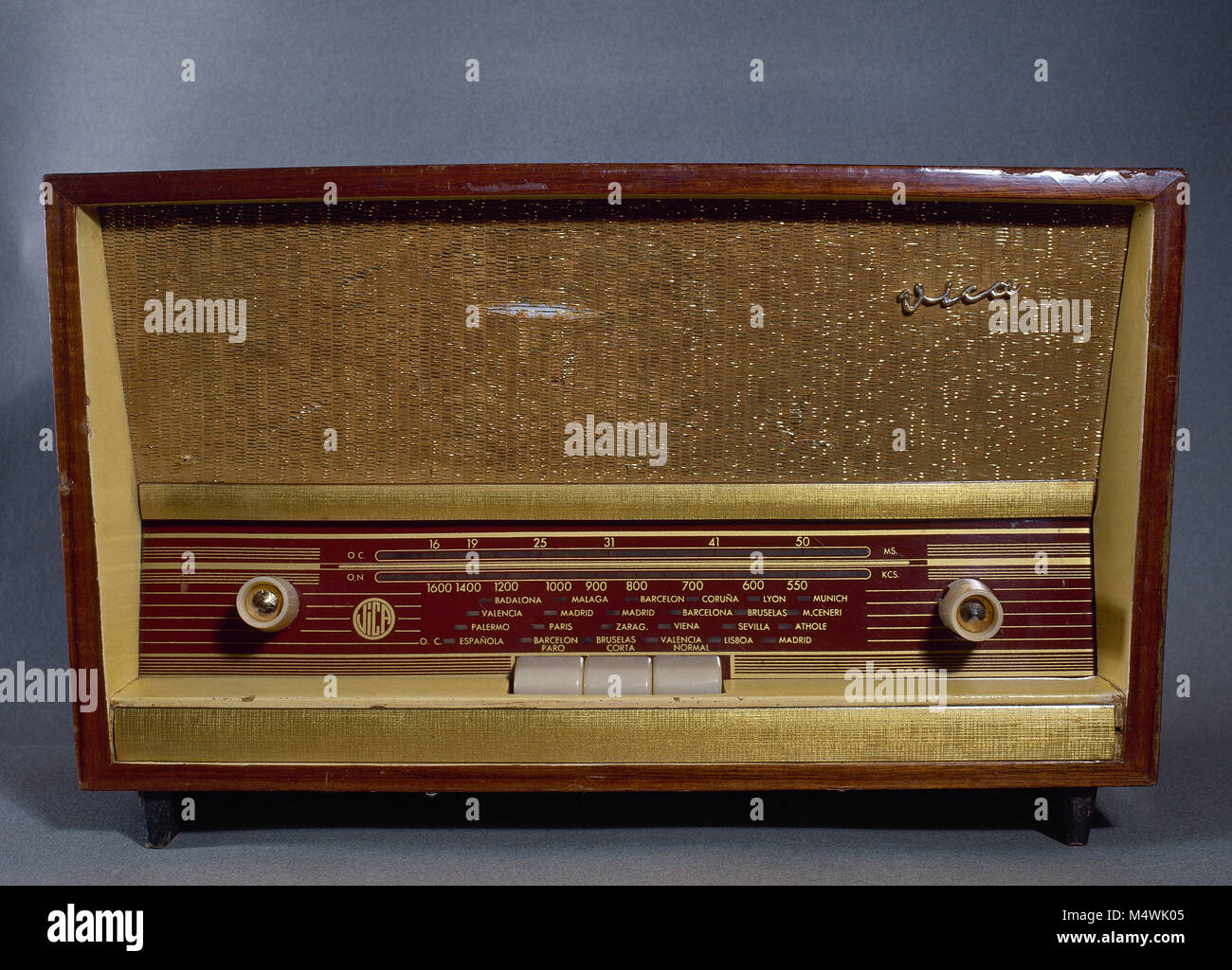 Old radio receiver, Vica brand. 1940s-1950s. Made in Barcelona, Catalonia, Spain. - Stock Image