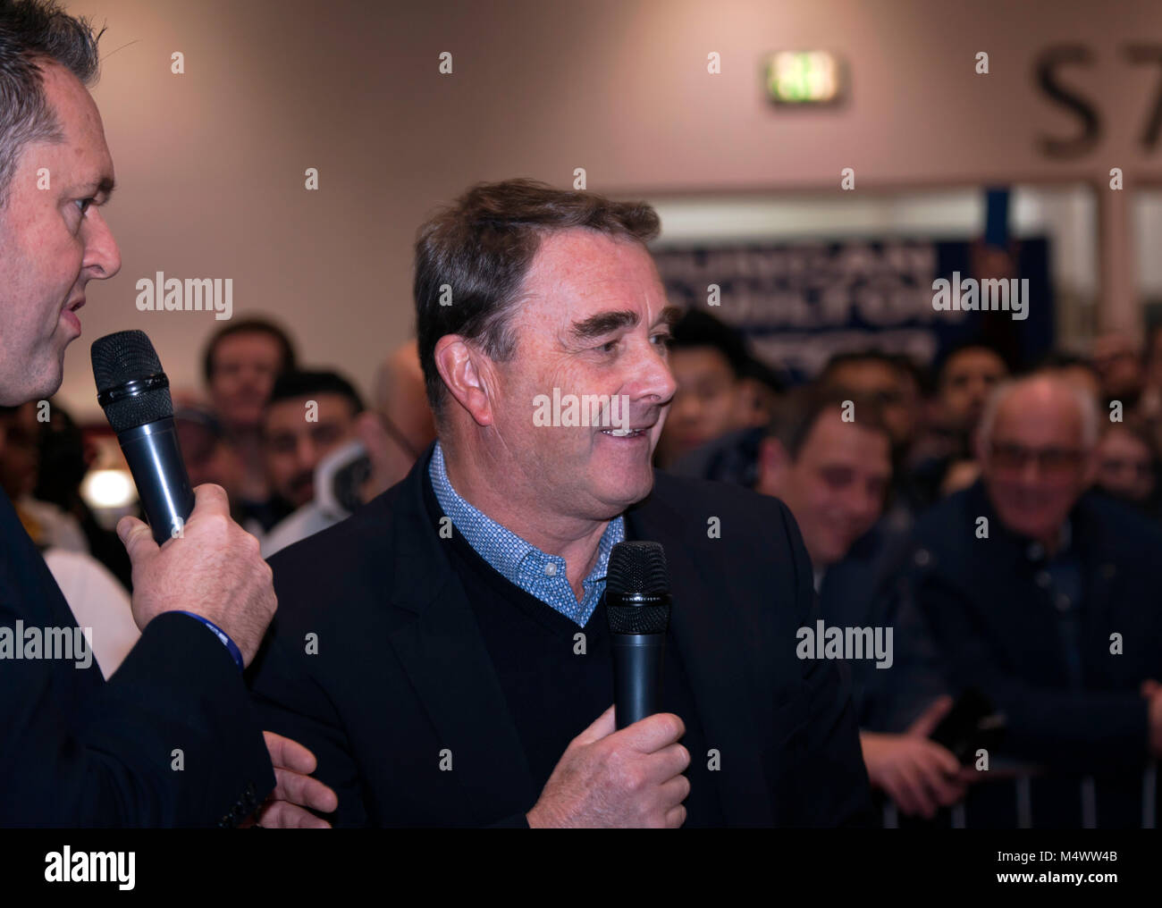 Nigel Mansell CBE  being interviewd  by Henry Hope-Frost in the Grand Avenue Credit: John Gaffen/Alamy Live News Stock Photo