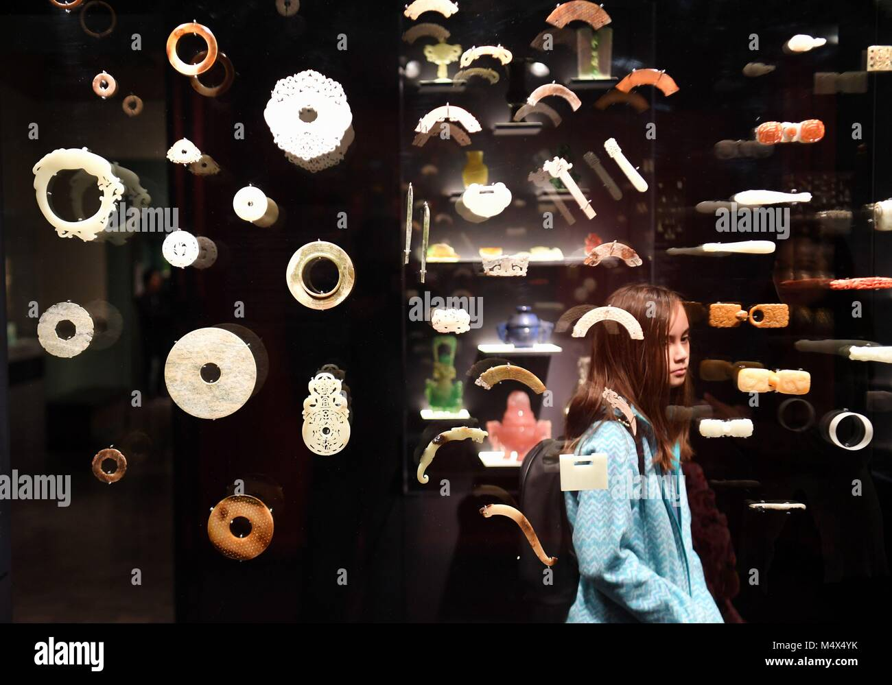 San Francisco, USA. 18th Feb, 2018. A girl visits a jade crafts exhibition at Asian Art Museum in San Francisco, - Stock Image