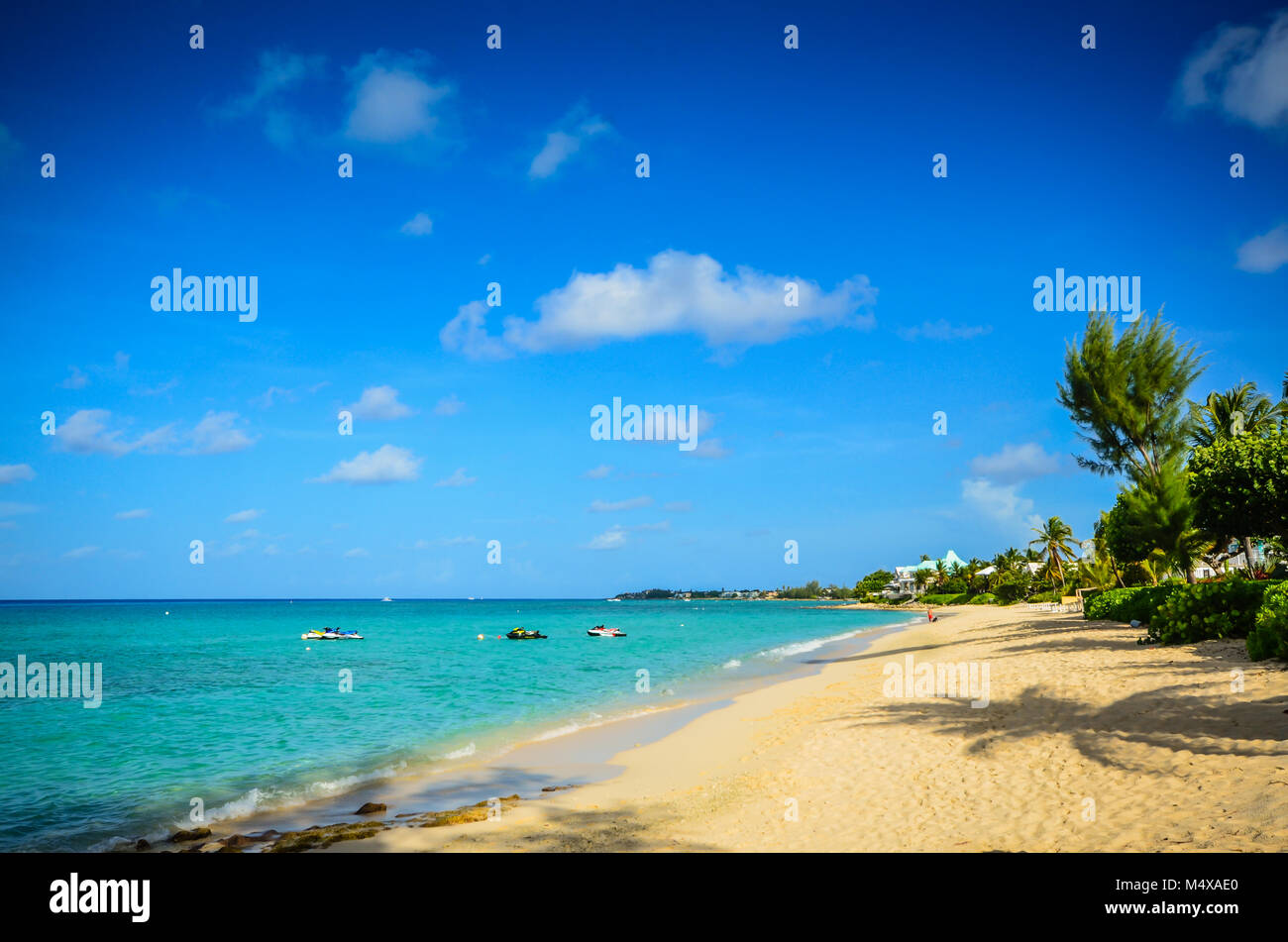 Empty stretch of white sand beach at Seven Mile Beach, Grand Cayman - Stock Image