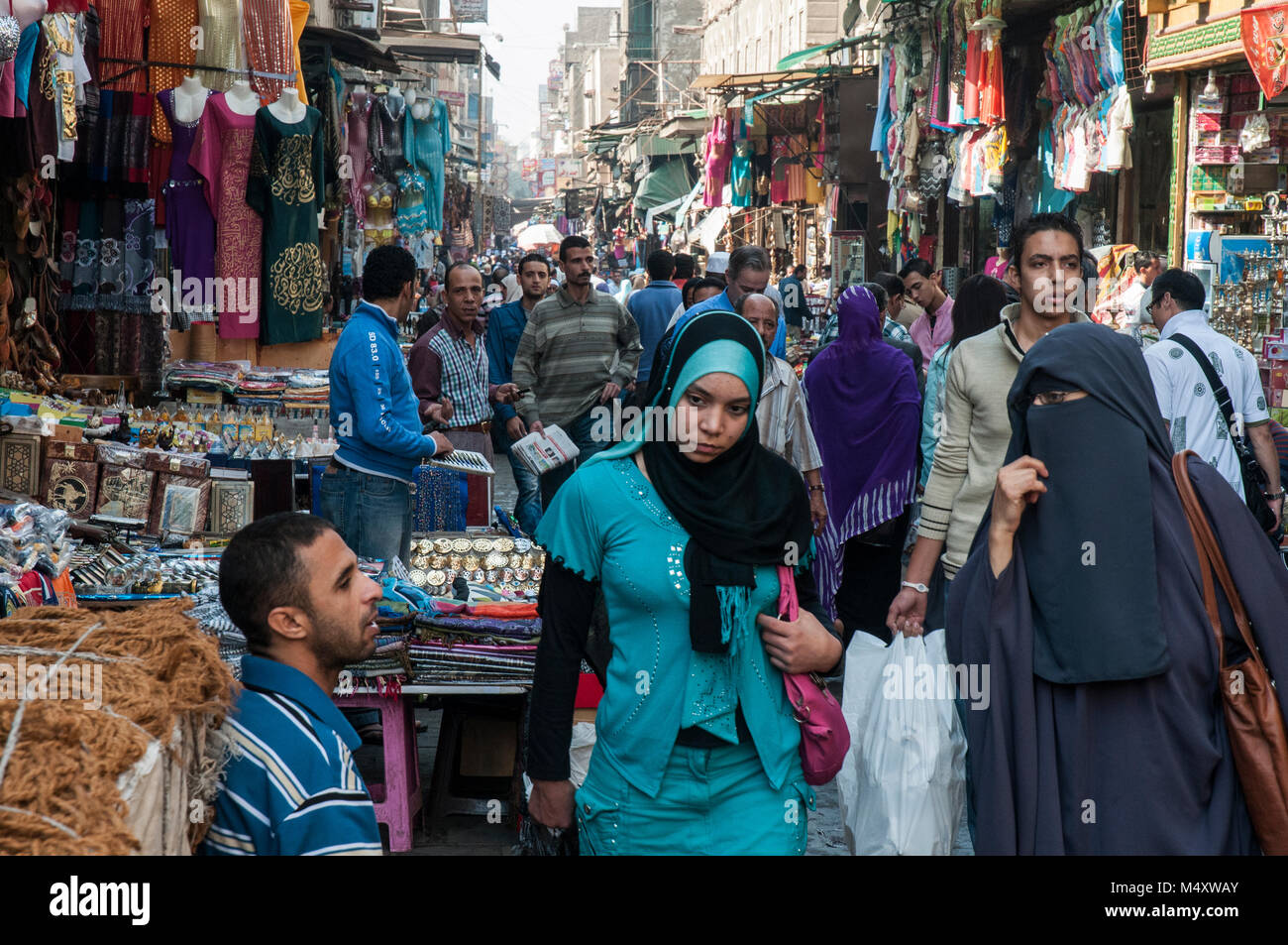 Street market along Muski in the Khan el-Khalili quarter of Islamic Cairo, Egypt - Stock Image