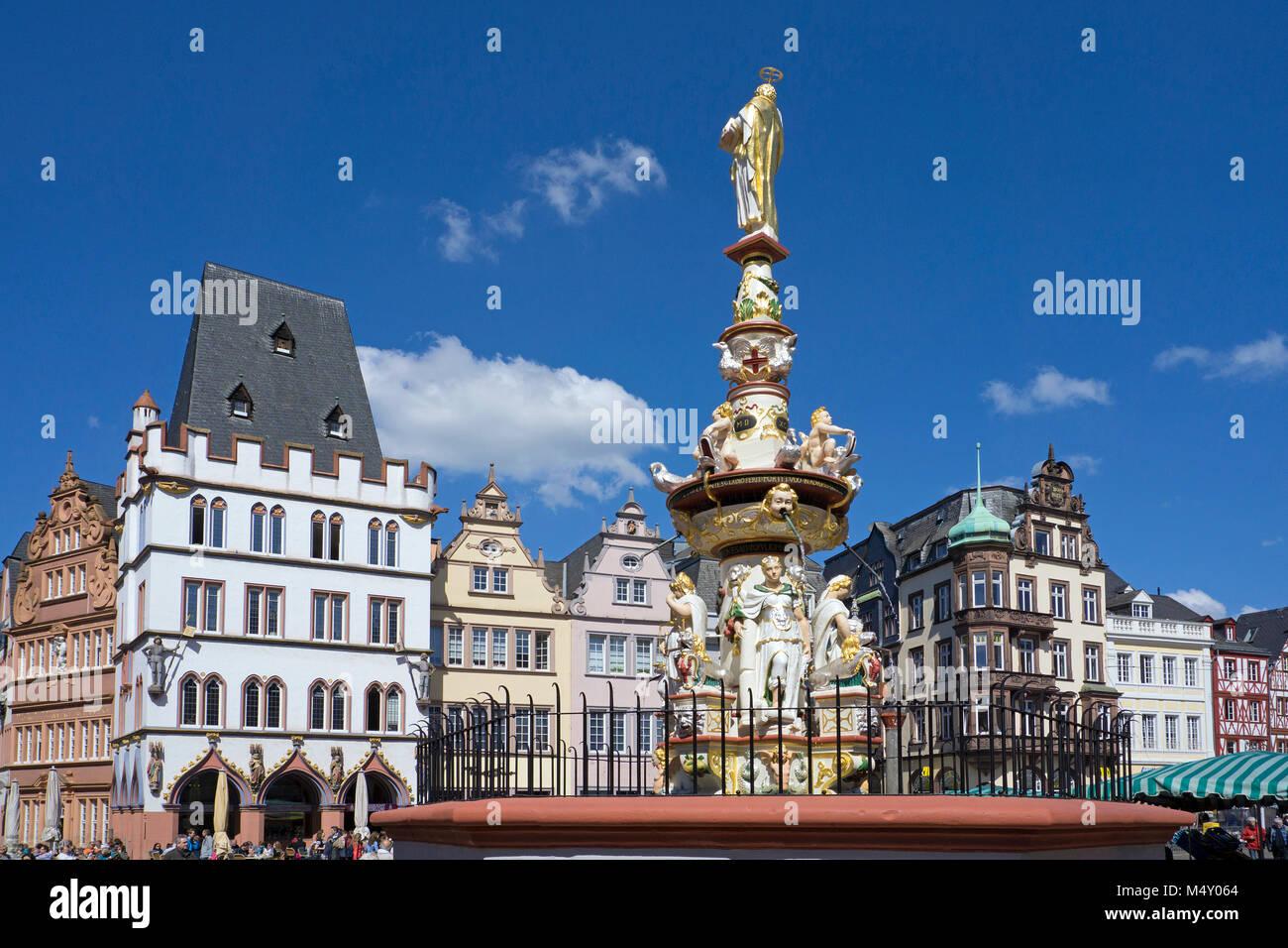 Petrus fountain at main market, Trier, Rhineland-Palatinate, Germany, Europe - Stock Image