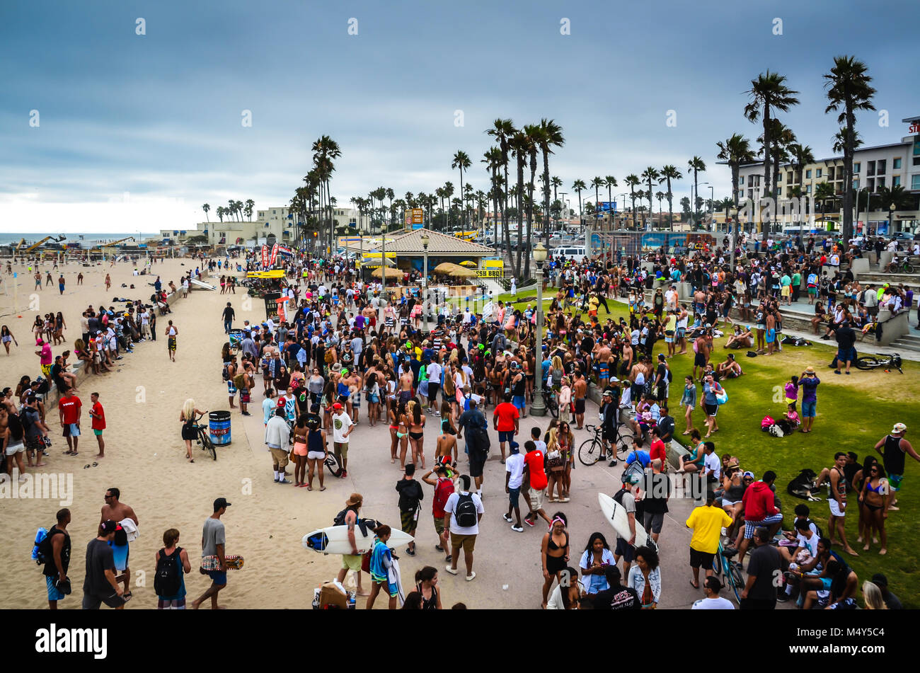 Huntington Beach Crowds in Southern California. - Stock Image