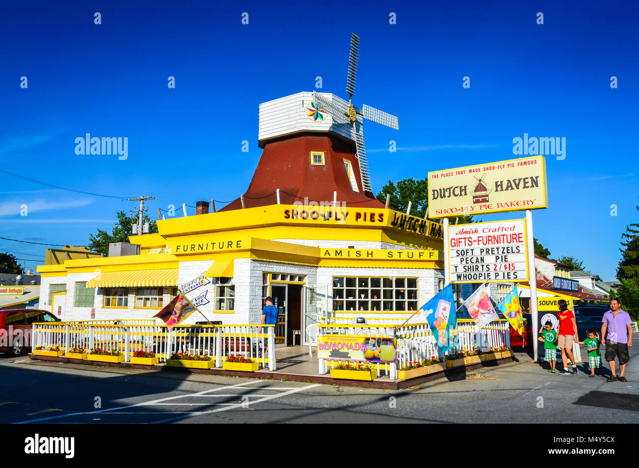 Dutch Haven, long-standing bakeshop offering old-fashioned shoofly pie, Amish souvenirs and local goods near Lancaster, - Stock Image