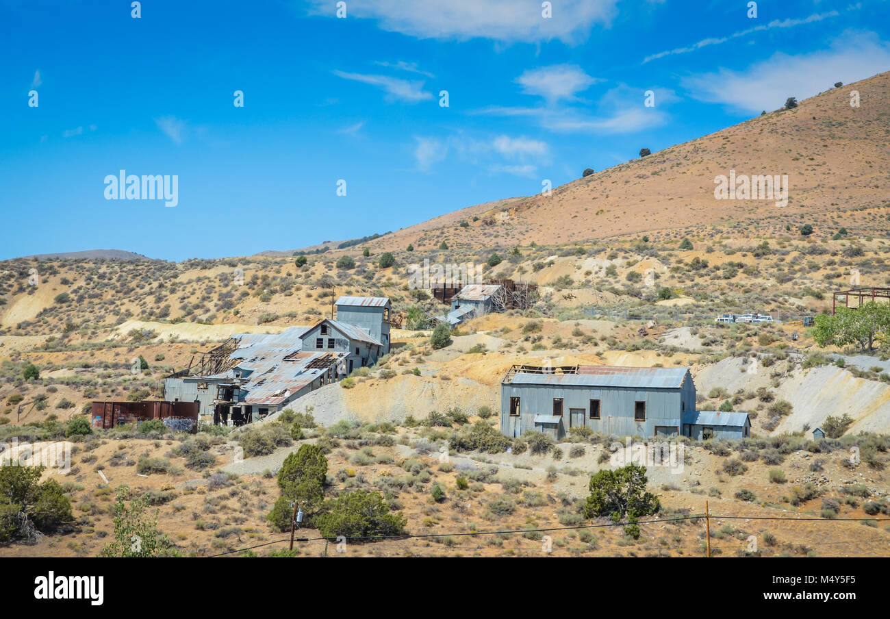 Abandoned corrugated tin shacks on the hills and ravine of a former thriving gold and silver mining operation. Gold - Stock Image