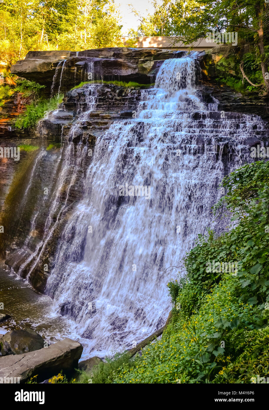 'Bridal veil' cascades over shale and sandstone found in Cuyahoga Valley National Park. - Stock Image