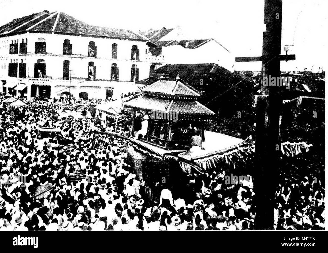 Thousands flocked into the streets of Kota Bharu to witness the Burung Petala Procession in 1933. - Stock Image