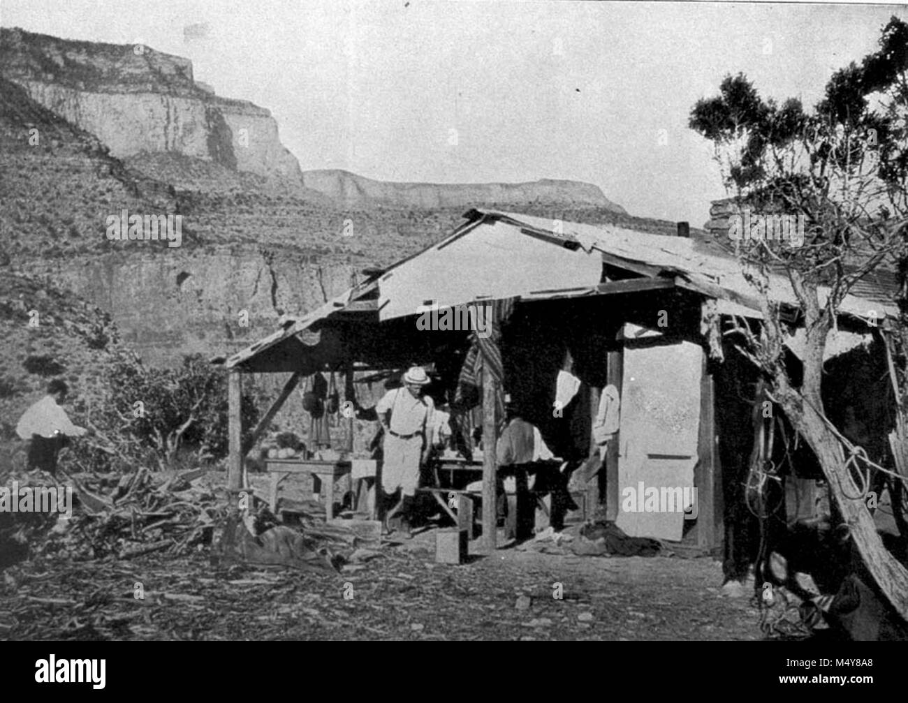 CANYON COPPER COMPANY CAMP IN THE CANYON, ON HORSESHOE MESA, ALONG THE GRANDVIEW TRAIL.  (COPIED FROM A BOOK.  CIRCA - Stock Image