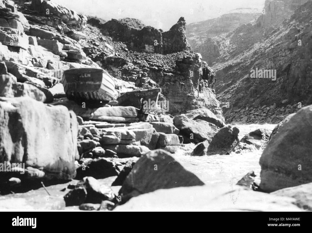U.S.G.S. TRIP: BOATS GLEN & BOULDER HAVING BEEN LINED PAST LAVA ESCARPMENT RAPID. 12 OCT 1923. USGS, LARUE. - Stock Image