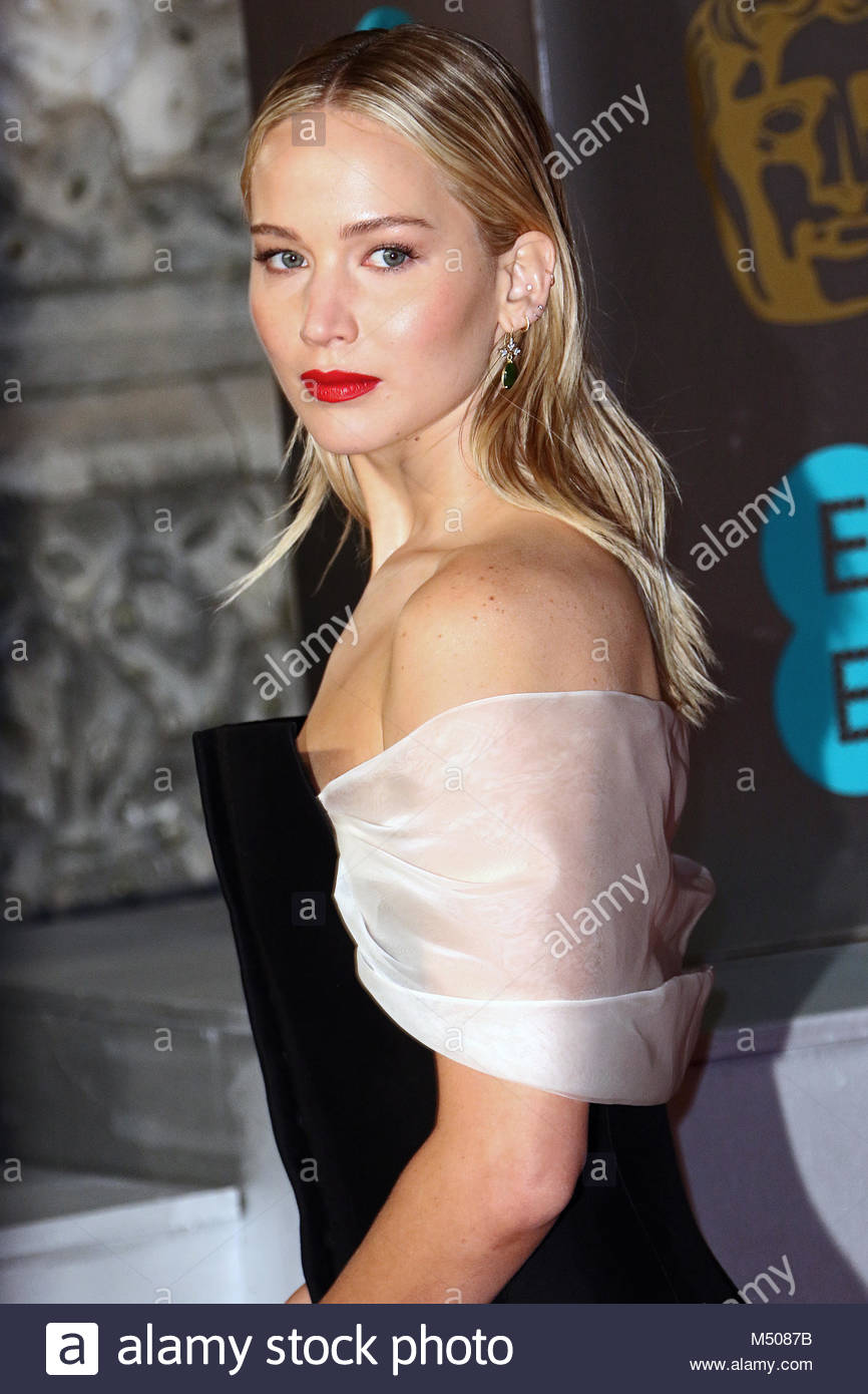 London, United Kingdom. 19th Feb, 2018. American actress Jennifer Lawrence poses for photographers on the red carpet - Stock Image