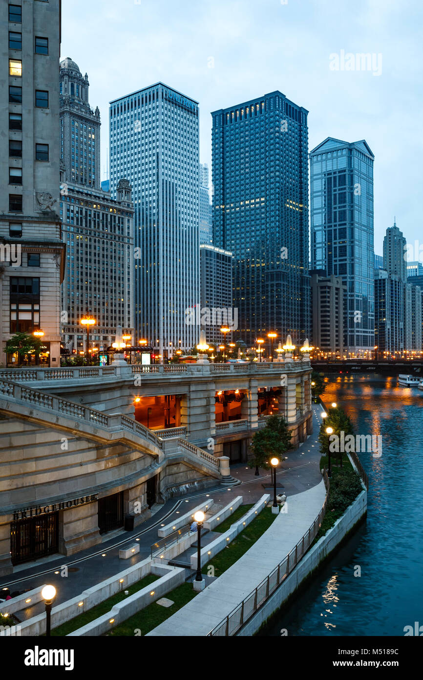 Buildings and Chicago River, Chicago, Illinois USA - Stock Image