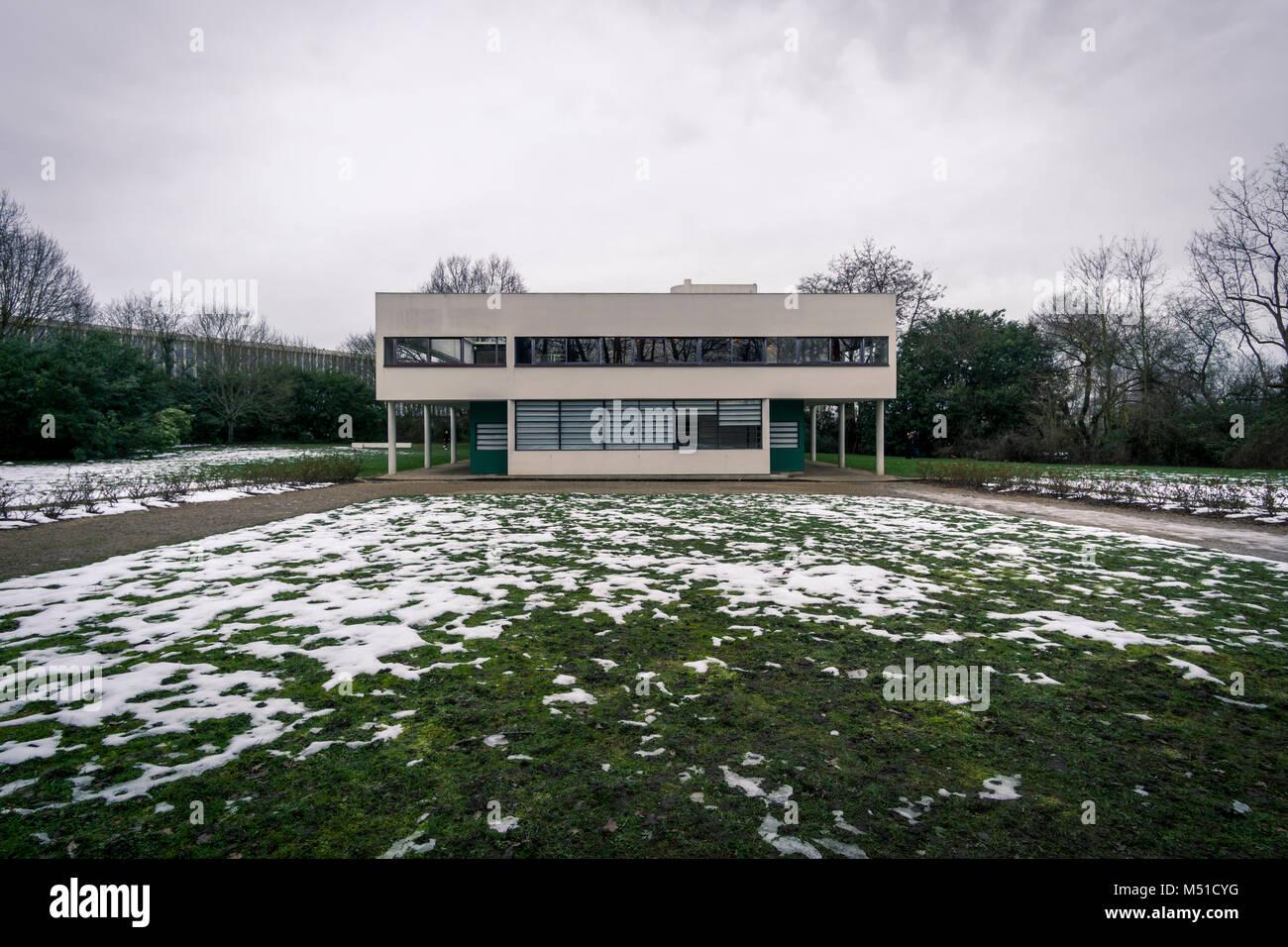 Villa Savoye, Le Corbusier in winter Stock Photo: 175209092 - Alamy