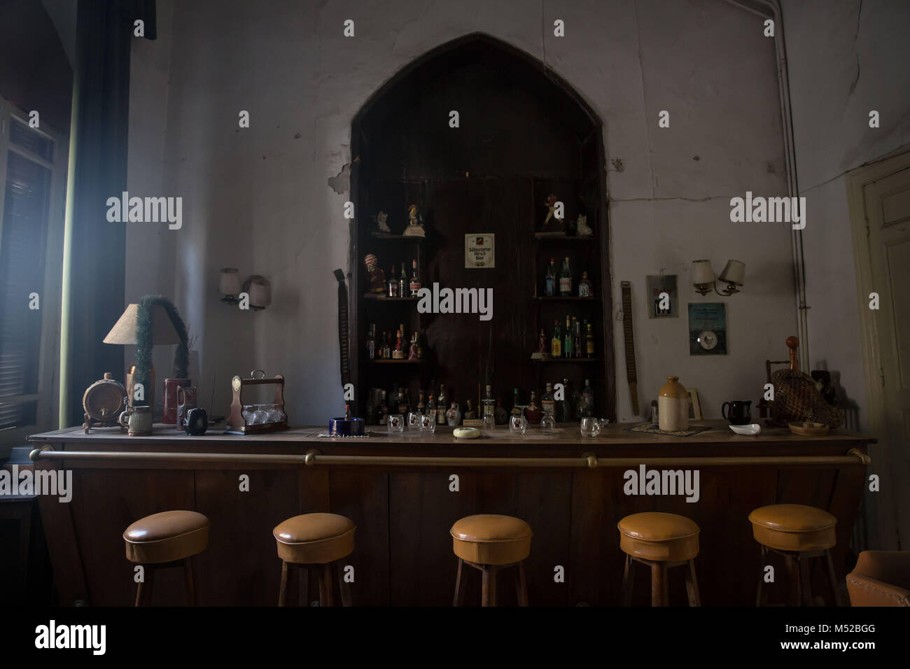 The bar of Aleppo's Baron Hotel. Visitors used to come from all over the world to sit here and chat. Aleppo's - Stock Image