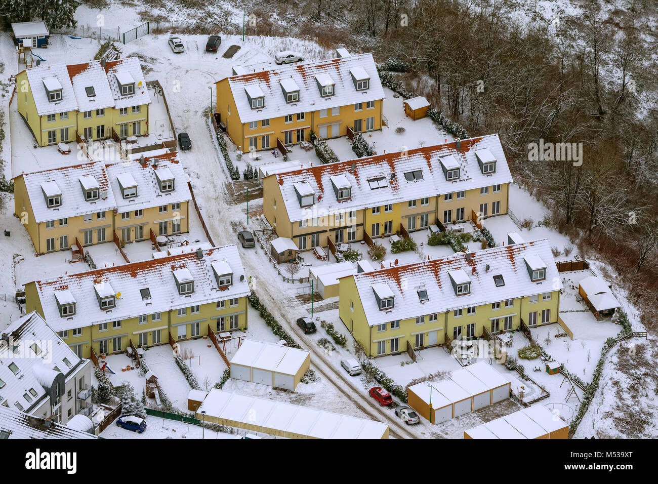 Aerial view, terraced houses, winter, snow, terraced houses Zum Kannenbach in winter, Velbert, Ruhr area, North - Stock Image