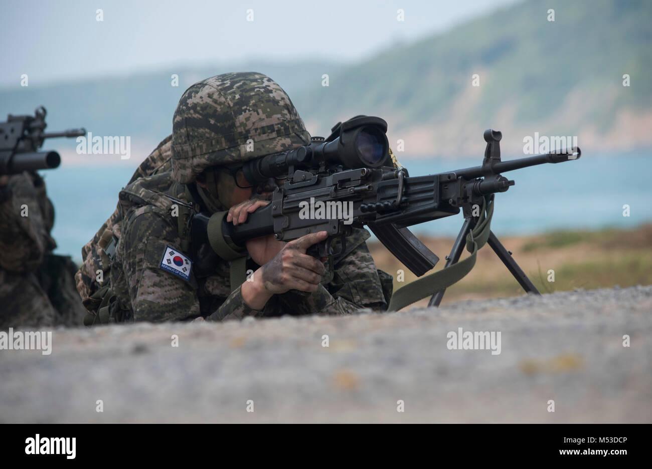 A Republic of Korea Marine mans a K3 light machine-gun on Hat Yao