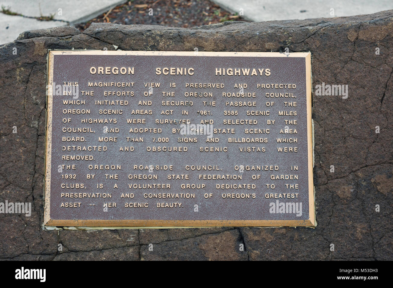 Oregon Scenic Highways plaque at a roadside overlook. - Stock Image