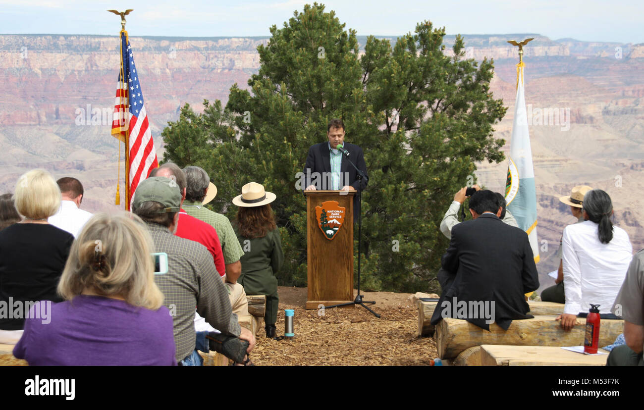 1956 Grand Canyon TWA-United Airlines Aviation Accident Site National Historic. Glen Martin, Acting Regional Administrator, - Stock Image