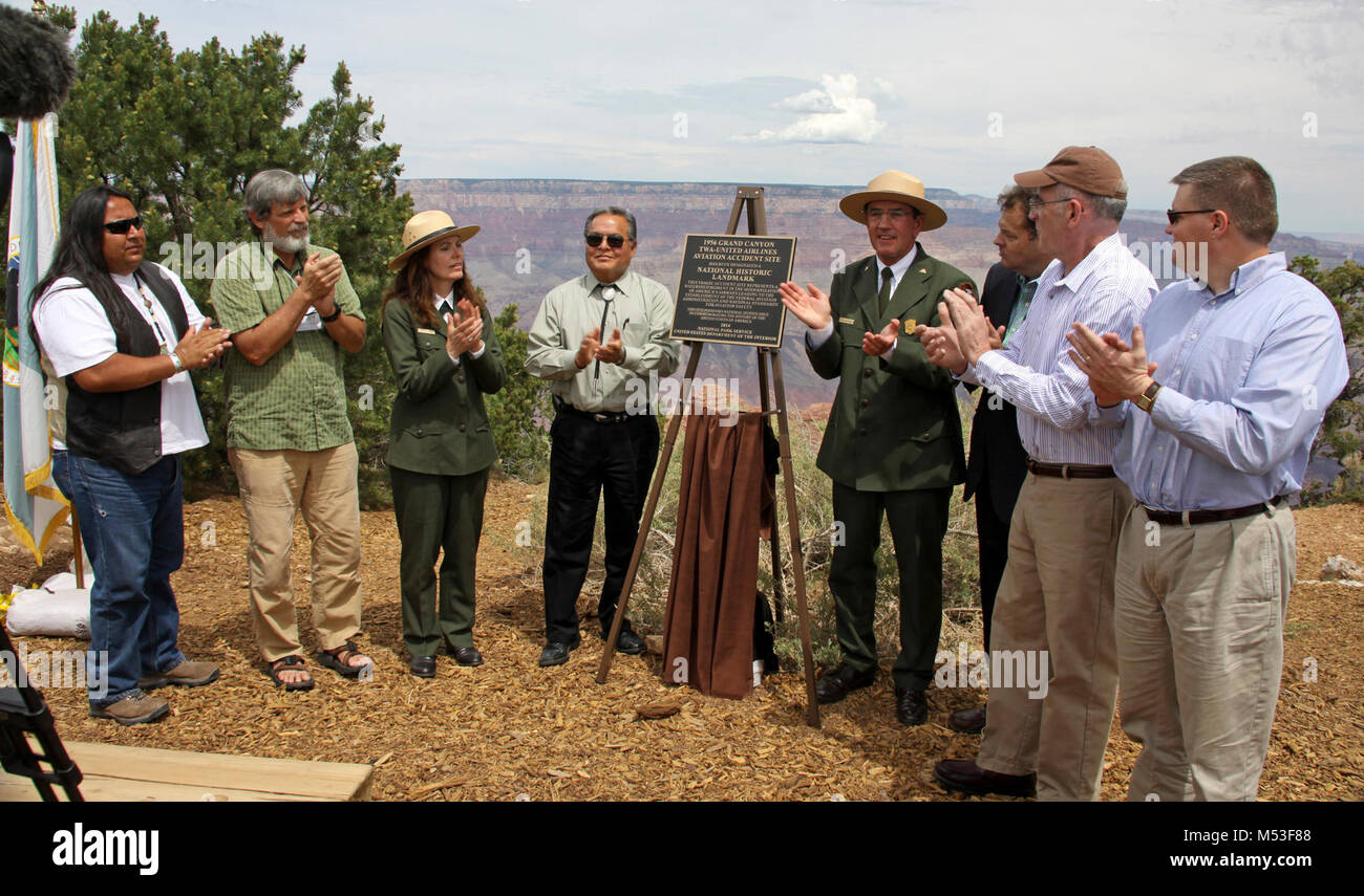 1956 Grand Canyon TWA-United Airlines Aviation Accident Site National Historic. Left to right: Milton Tso, Navajo - Stock Image