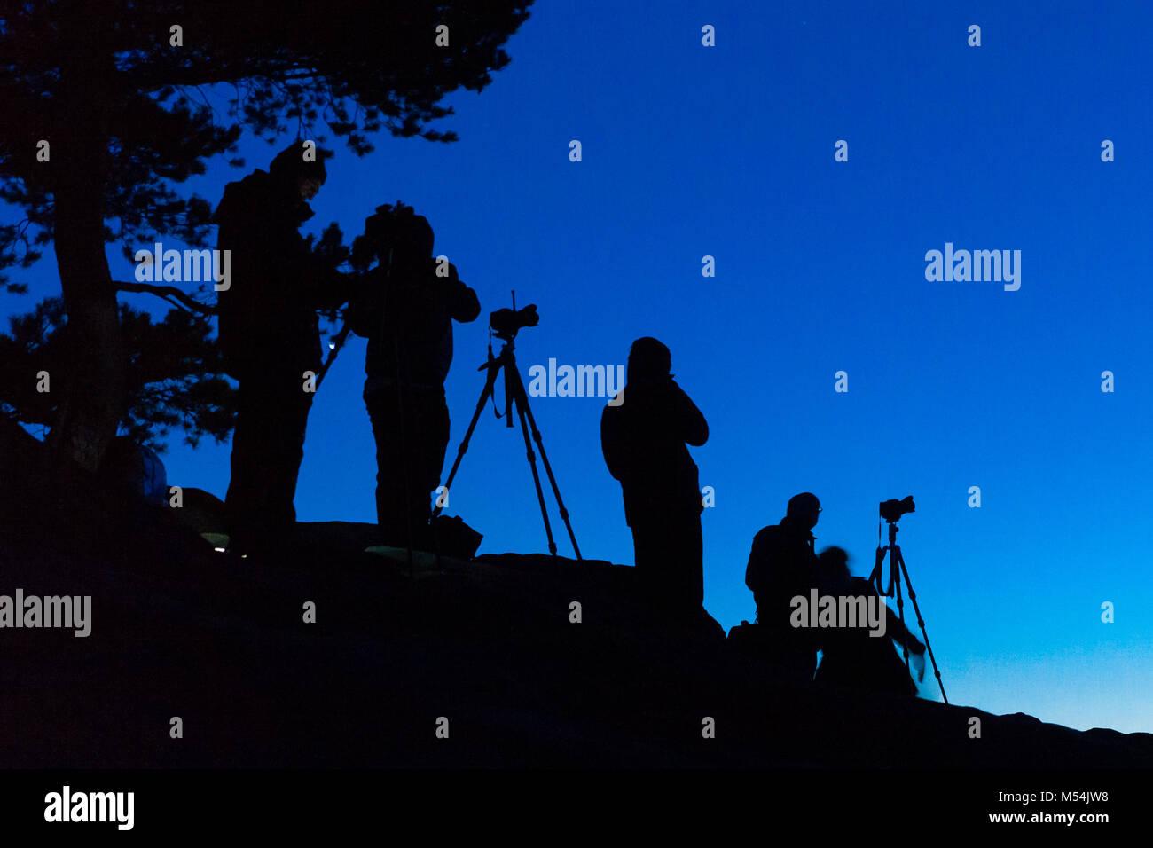 Fotografen bei Nachtaufnahmen - Stock Image