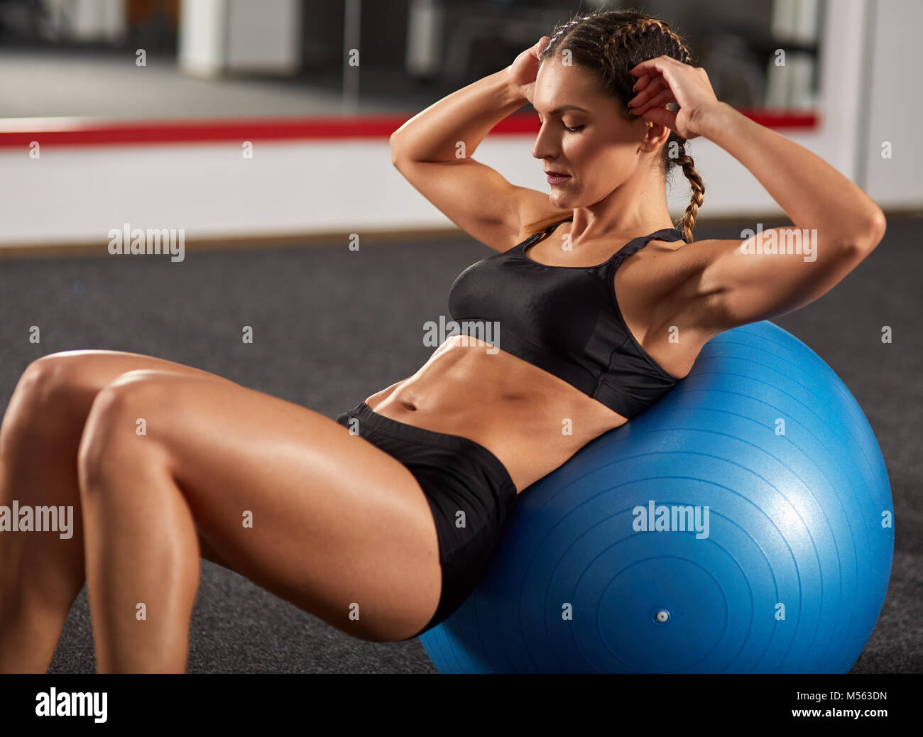 Fitness Girl Doing Abs Crunches In The Gym Stock Photo Alamy