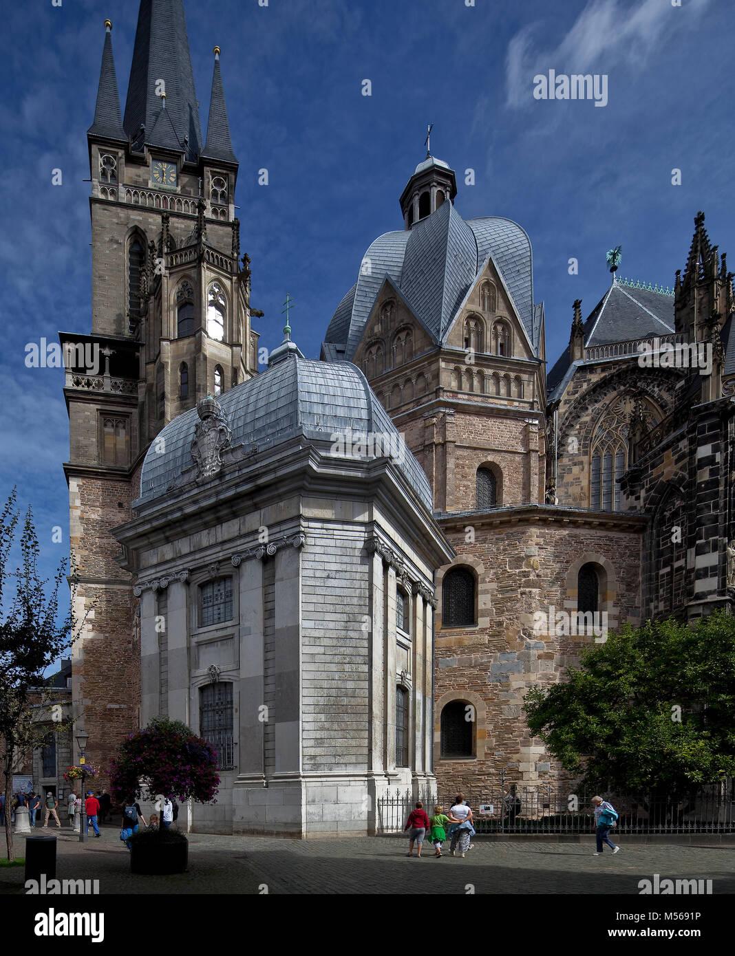 Aachen Dom Turm und karolingisches Oktogon von Süden davor Ungarische Kapelle Stock Photo