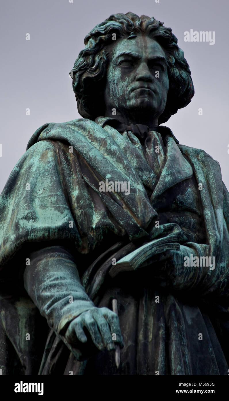 Bonn, Beethovendenkmal Eingeweiht 1845 gefördert von Franz Liszt Bildhauer Ernst Hähnel Teilansicht der - Stock Image